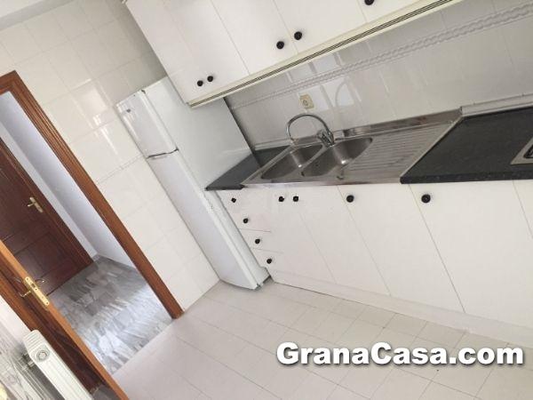 Piso 2 dormitorios con piscina en bola de oro for Piscina bola de oro granada