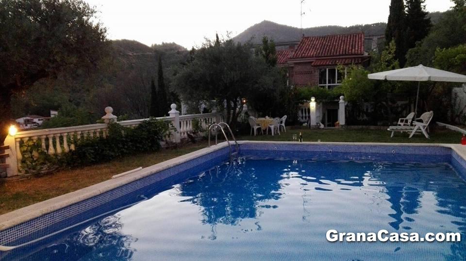 chalet vacacional con piscina y 4 dormitorios en huetor