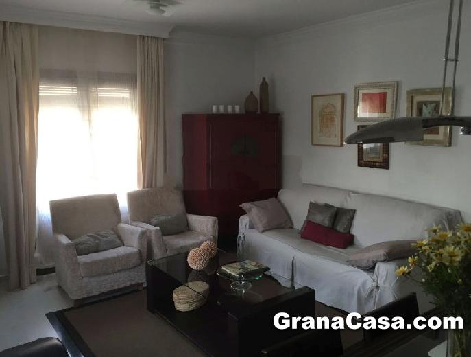 Venta de piso zona c ntrica de la zubia con 3 dormitorios for Pisos alquiler la zubia