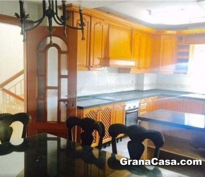 Venta de casa con 6 dormitorios en la bola de oro for Piscina bola de oro granada