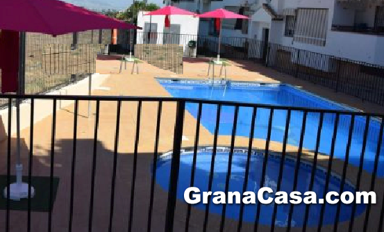 Piso con piscina y tres dormitorios en la zubia for Pisos alquiler la zubia