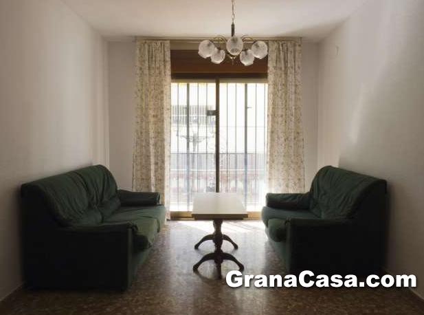 Alquiler de piso amueblado de 3 dormitorios en la zubia for Pisos alquiler la zubia