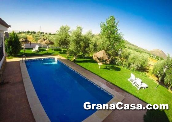 Casa de campo con piscina con 12 camas en el chaparral for Piscinas en el campo