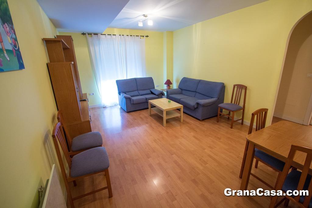 Alquiler vacacional piso de 3 dormitorios en churriana de for Pisos alquiler la garena