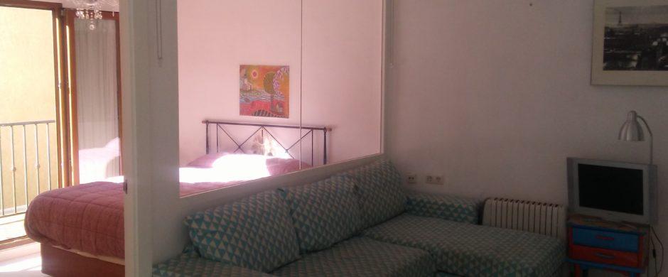 Ático-apartamento muy céntrico soleado con balcón y terraza